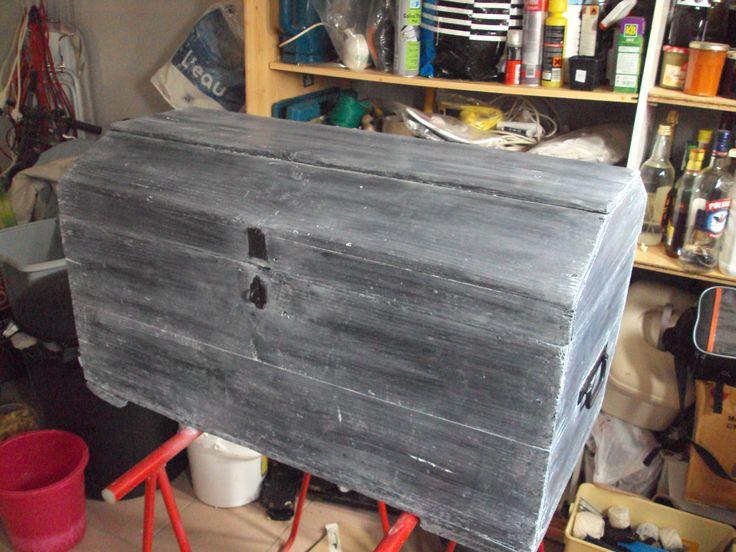 vieux coffre retaper pour mon beau fr re bosch meubles cr ation transformation. Black Bedroom Furniture Sets. Home Design Ideas