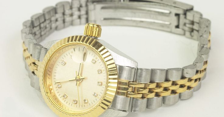 """¿Cómo identifico una réplica de un Pasha De Cartier?. El Pasha de Cartier es una de las líneas de relojes más renombradas de Cartier. Fabricada para hombres y mujeres, un Pasha de Cartier auténtico es uno de los relojes más caros del mundo, costando desde un mínimo de US$3.500 (a precios de 2010). A Cartier se lo conoce como """"el joyero de los reyes y el rey de los joyeros"""" debido a su prolongado ..."""