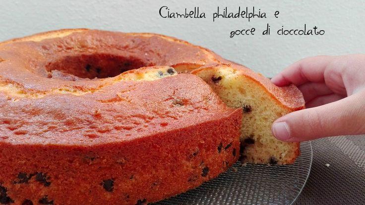 Ciambella philadelphia e gocce di cioccolato, ciambella perfetta per la colazione con philadelphia nell'impasto e gocce di cioccolato.