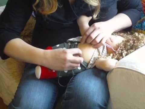 Cómo hacer el ombligo a una muñeca de trapo