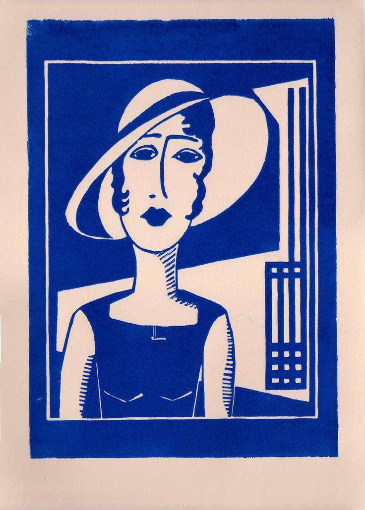 Gesichter: Frau vor Mackintosh [blauer Linoldruck auf zartrosa Büttenkarton]