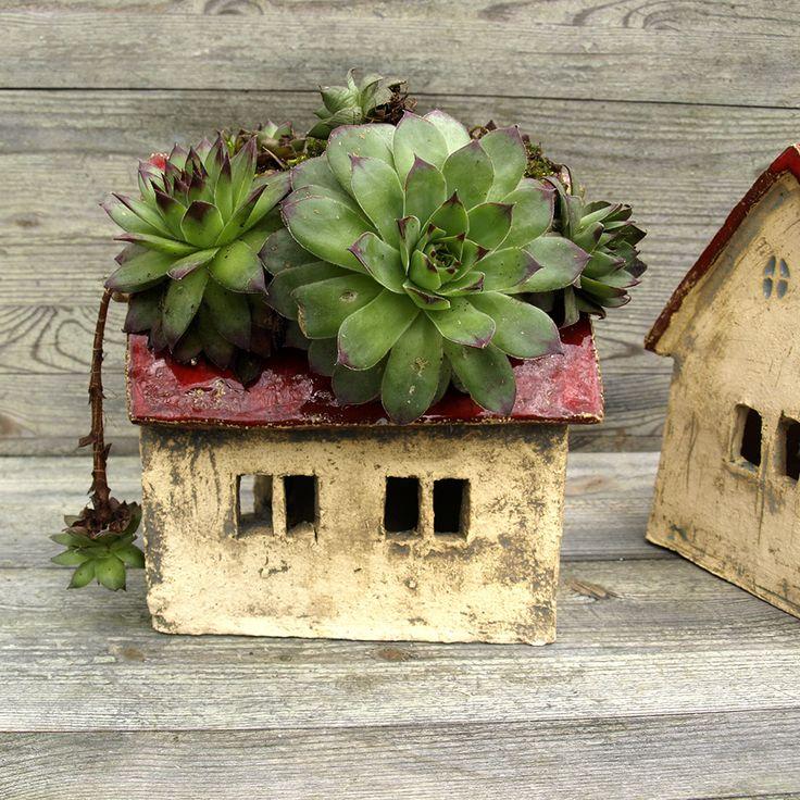Domek ceramiczny ⋆ Wylepianki⋆ Hand built ceramic house with plant