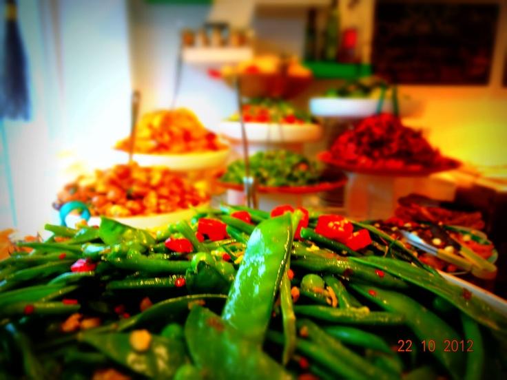 Food by @Foodilic #fresh #vegetables #buffet