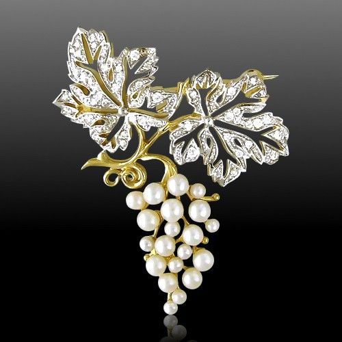 Brooch with diamonds, pearls, yellow gold 759