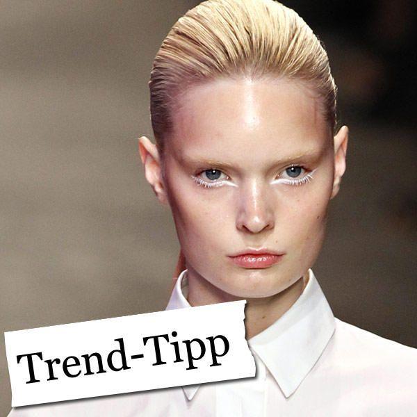 Der Trend-Tipp der WUNDERWEIB-Redaktion: Weiß umrandete Augenlider. Warum? Das luftig-zarte Make-up ist die perfekte Ergänzung zum