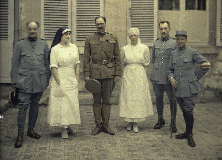 Group of doctors and nurses in front of the hopital Saint-Paul. (Soissons. Aisne. France. 1917).