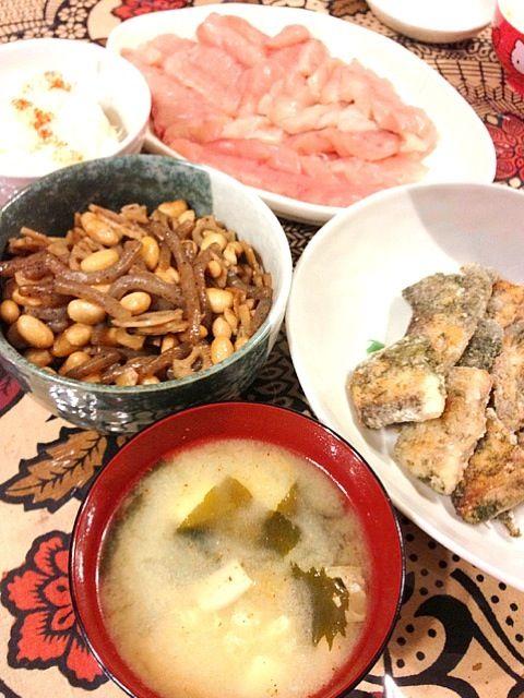 ホタテご飯はシルシルミシルでやってたやつです(^-^) - 4件のもぐもぐ - シイラの磯辺ムニエル、大豆と蓮根の煮物、シイラの刺身、エリンギと豆腐の味噌汁、ホタテご飯 by Konoha