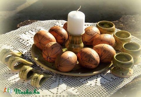 tojástál, -tartó szalvétagyűrűkkel (keramiko) - Meska.hu