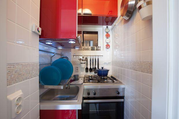Bucătărie amenajată în 1,38 mp. http://moodboards.ro/cum-sa-amenajezi-o-bucatarie-de-138-mp/