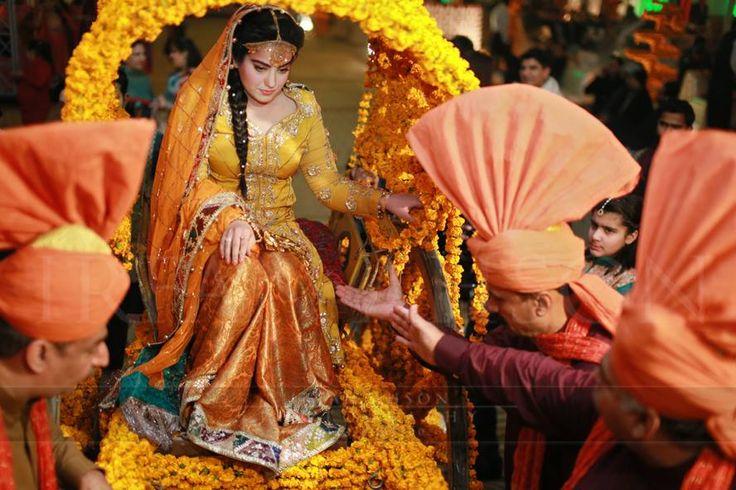 Bridal Mehndi Entrance : Mehndi celebrat ons n pakistan