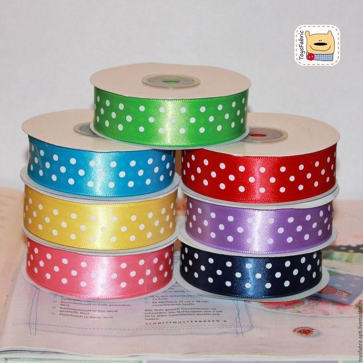 Купить или заказать Лента атласная 25мм в горошек 7 цветов (ЛАГ25) ленты декоративные в интернет-магазине на Ярмарке Мастеров. Лента атласная 25мм в горошек (цвета на выбор). Цена указана за 1 ярд атласной ленты - 90см Ширина: 25мм ЛАГ25-15 - зеленая лента ЛАГ25-16 - голубая лента ЛАГ25-17 - желтая лента ЛАГ25-18 - розовая лента ЛАГ25-19 - красная лента ЛАГ25-20 - сиреневая лента ЛАГ25-21 - темно-синяя лента Принтованная атласная лента 25мм подходит для декорирования кукол и игрушек. Очень…