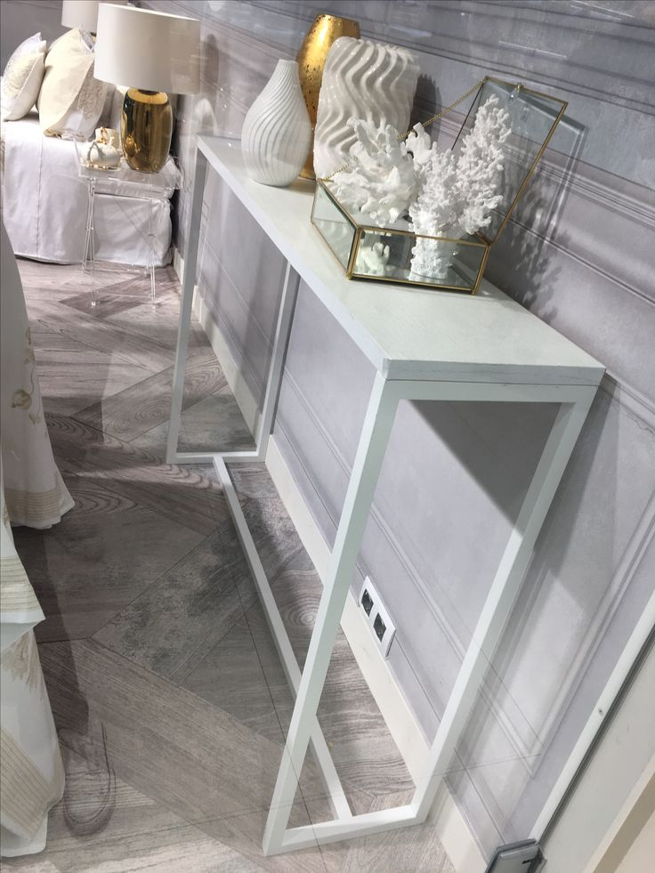 Zara home side/hallway table. Looking for such table everywhere