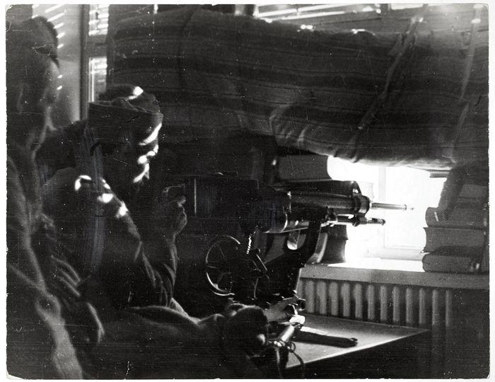 ROBERT CAPA | Soldados republicanos disparando ametralladoras, Ciudad Universitaria, Madrid