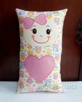 """Naninhas são travesseirinhos que podem ter carinhas ou jeitinho de bichinhos. O nome vem porque ao chamar a criança para dormir, se dizia """"v..."""