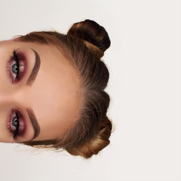 """Using the @anastasiabeverlyhills Modern Renaissance palette and Lime Crime Superfoil eyeshadow """"En Pointe"""" on the lid ✨ #anastasiabeverlyhills"""