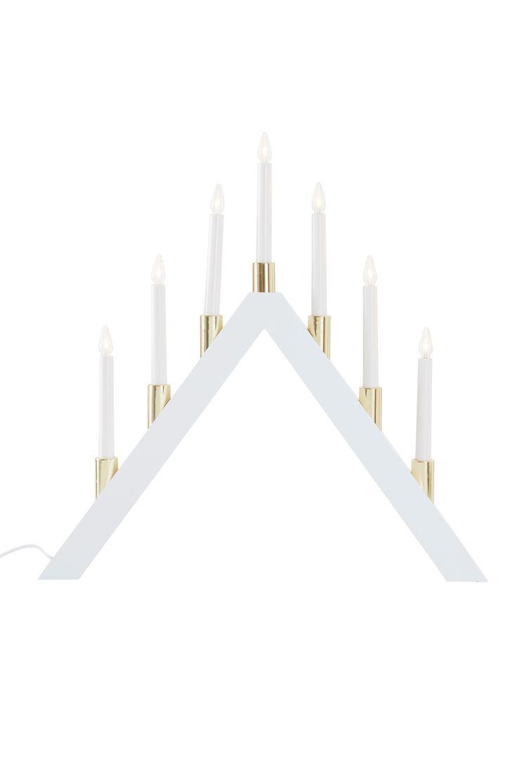 En traditionell elljusstake som sprider julstämning i hemmet. Material: Trä. Storlek: Höjd 53 cm, bredd 53 cm, djup 6,5 cm. Beskrivning: 7-armad elljusstake av trä för inomhusbruk. Lampor medföljer. Sladdlängd 180 cm. Sockel/lampa: E10/LED. Tips/råd: Stearinljus är ett bra komplement för att skapa en mysig atmosfär.