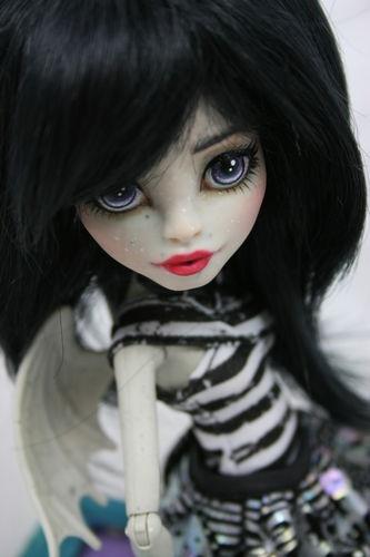 """Monster High """" Rochelle""""  OOAK repaint .... Slate: Awsom Dolls, Ooak Monsters, Black Hair, High Dolls, Coulor Hair, Barbie, Ooak Dolls, Big Head Dolls, Monsters High"""