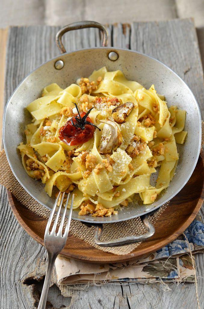 J'avais dégusté ces Tagliatelles aux amandes et tomates confites lors de mon voyage en Sicile avec Fab et j'avais envie de le refaire...