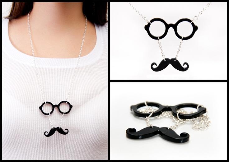 Pandantiv ochelari cu mustata