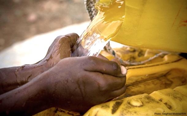【ePrayer 2012年9月6日 | 當代飲食習慣威脅水資源】    當代人類的飲食習慣將威脅有限的自然水資源,以及世上百萬缺水貧民的福址。食物生產過程耗水量驚人,祈望大眾減少浪費食物,鼓勵小農耕種,以紓緩對食水及土地資源的壓力。