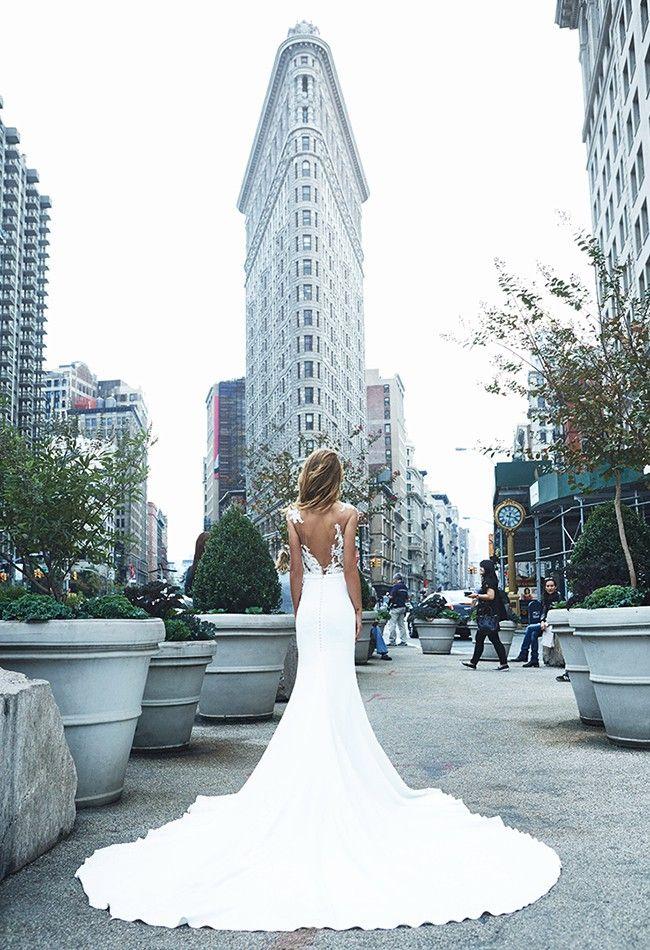 Pronovias VICENTA Used Wedding Dress on Sale 28% Off