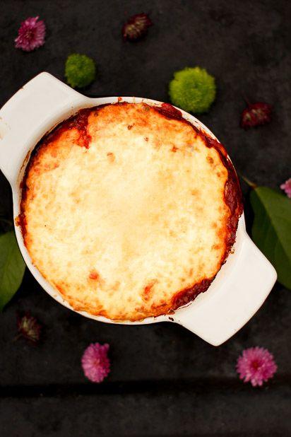 Tasty eggplant casserole. http://www.jotainmaukasta.fi/2013/10/17/munakoiso-mokottaa/