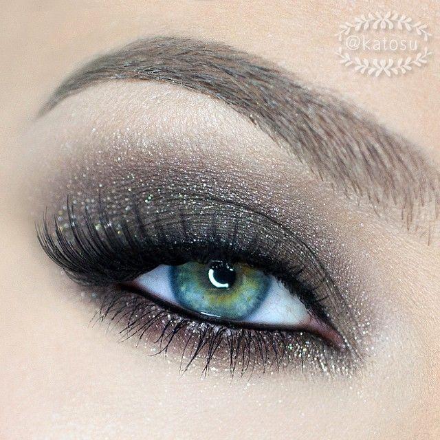 Glittery gray eye makeup by katosu