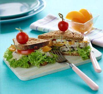 Frokostsandwich med kylling og fersken En lækker frokost med få kalorier fra Familie Journals Slankeklub