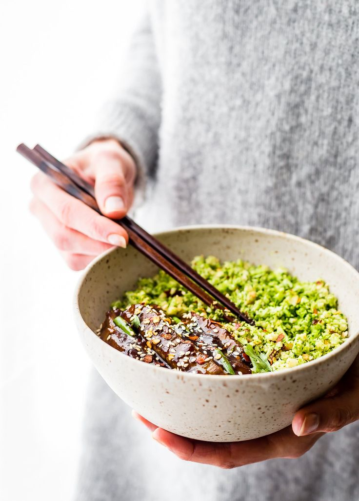 "These Paleo Mongolian Beef Broccoli ""Rice"" Bowls are quick to make, light, and full of garlic and ginger flavors! A Healthy Asian homemade takeout recipe! 