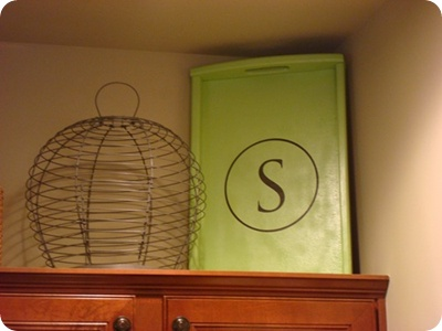 Cute idea for above the cabinets in kitchen.