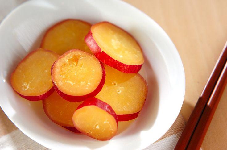 材料を煮て味を含ませるだけの簡単メニュー。爽やかなレモンの酸味がハチミツによく合います。サツマイモのハチミツレモン煮[和食/煮もの]2013.10.07公開のレシピです。