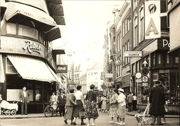 Arnhem: Rijnstraat Rutecks eind jaren '50. (Foto: collectie Gert Koene).