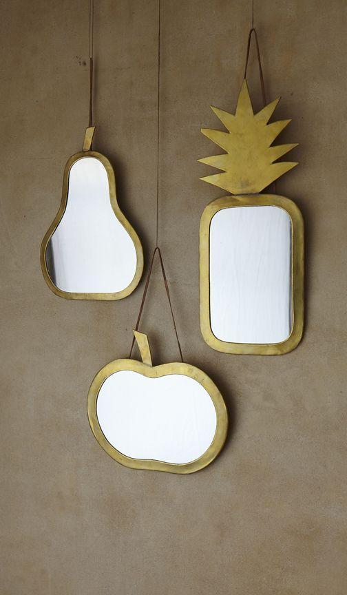 Espejos con marco de latón de Plümo.   Mad About The House #interiores #cobre