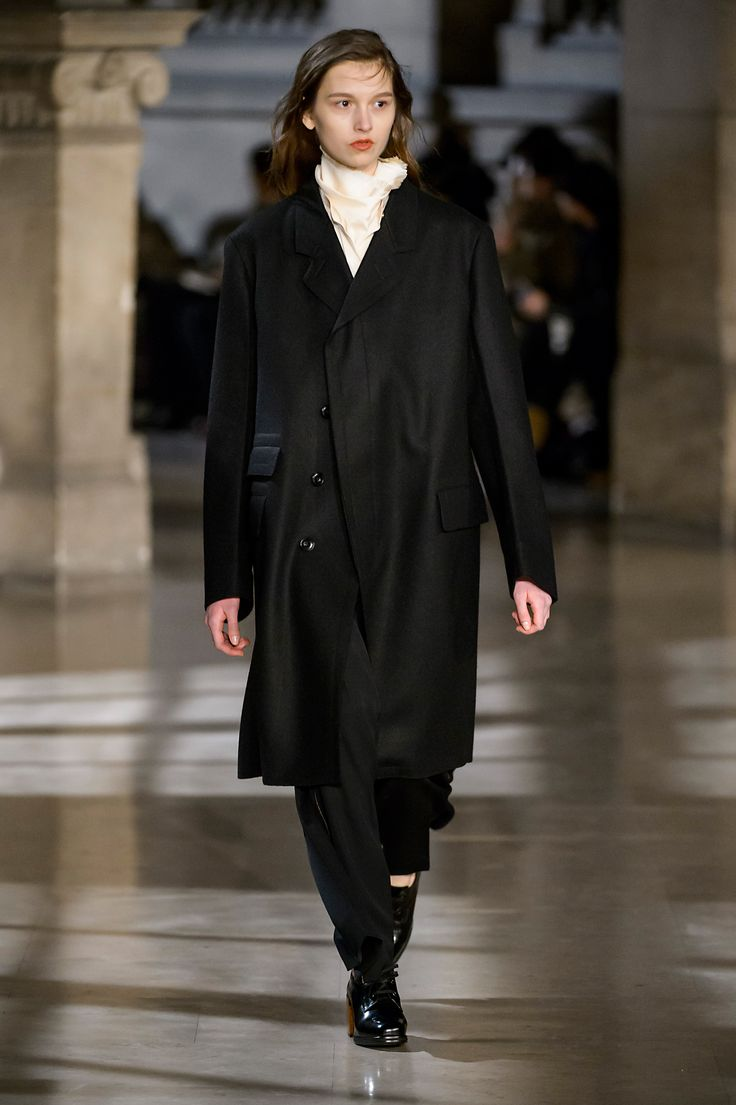 9. Top coat in thornproof wool, officer collar shirt and highneck tee-shirt in stretch silk wool, large pants in high density wool gabardine, heeled oxford in leather