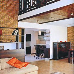 ЛОФТ  (loft по-английски - чердак). Этот стиль зародился в  результате использования заброшенных мануфактур под жилье и рабочие помещения в сороковых годах прошлого века в фабричном районе Манхэттена в Нью-Йорке.