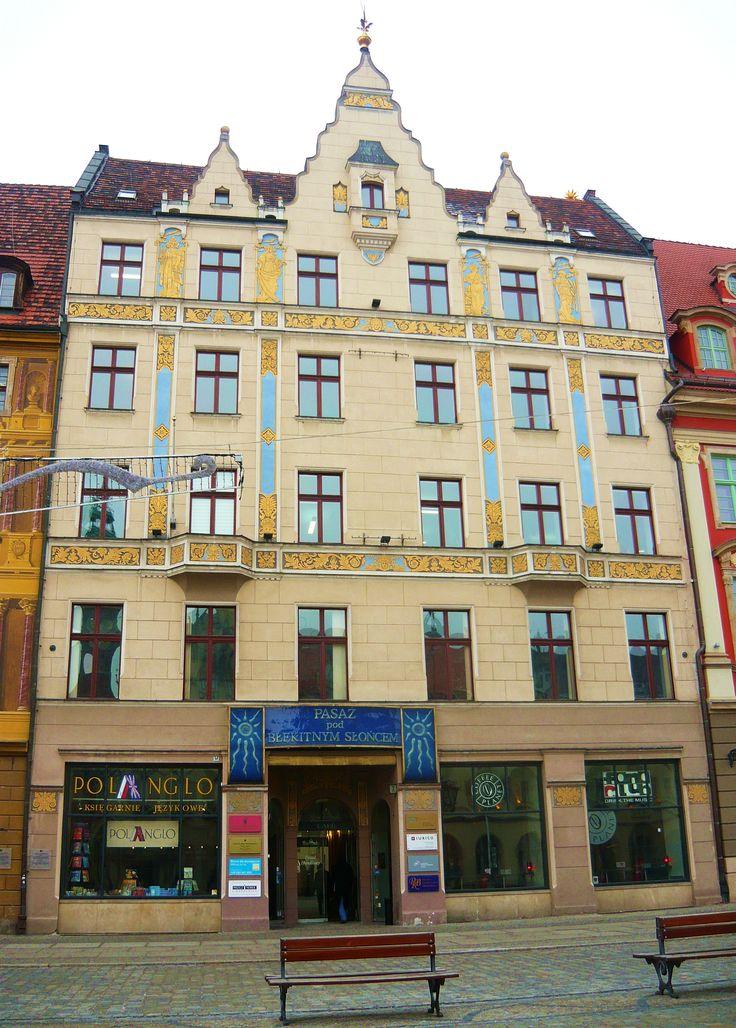 Kamienica pod błękitnym słońcem/ Wrocław