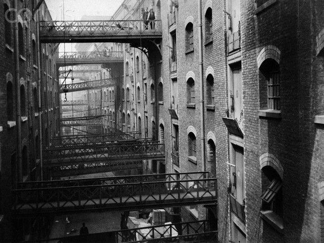 BUTLER'S WHARF, Shad Thames, London. View of the gantries c. 1910.