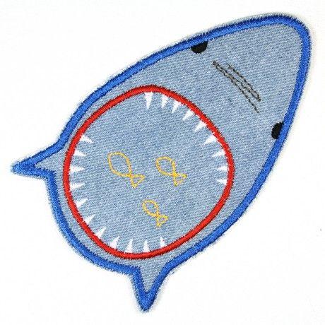 Bügelflicken Hai mit weit aufgerissenem Maul. Was für Zähne! Richtig süßer Flicken zum aufbügeln für Kinder aus Jeans.