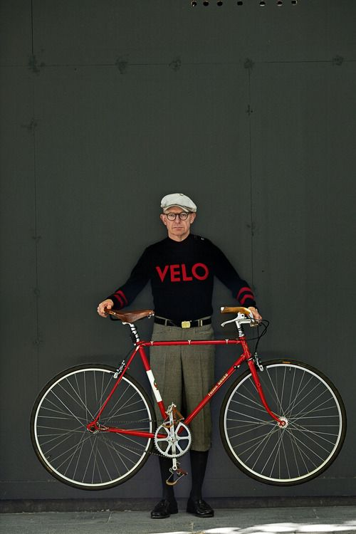 I would rock this look in a heartbeat. Vintage cycling clothing is something I wish I could afford more of. Plus, the bike is killer as well.