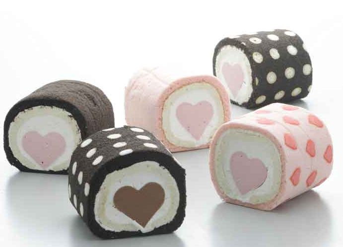 Hello Kitty Roll Cake and pompompurin cake | Kawaii Kakkoii Sugoi