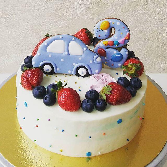 Торт на День Рождения !!!☺ Ванильный бисквит, малиновое конфи, св.ягоды малины, нежный творожный крем