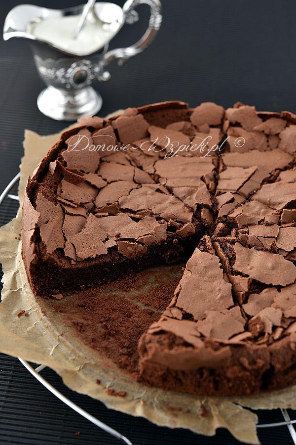 Gluten-Free Dark Chocolate Cake (Polish Recipe) Link ricetta --> http://www.domowe-wypieki.pl/przepisy-ciasta-czekoladowe-i-kakaowe/784-przepis-na-ciasto-czekoladowe-bez-maki