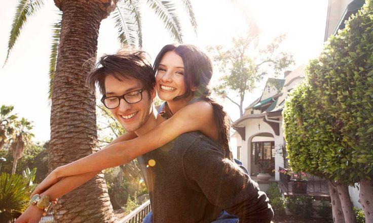 """""""Het aantal vluchtige kusjes, verliefde blikken en uitgebreide vrijpartijen is de laatste tijd explosief gestegen. Love is in the air!"""" // Foto: Unsplash"""