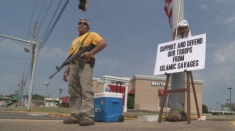 Man With BRUTAL Sign Stands Outside Military Recruitment Center… Mad Muslims Contact FBI