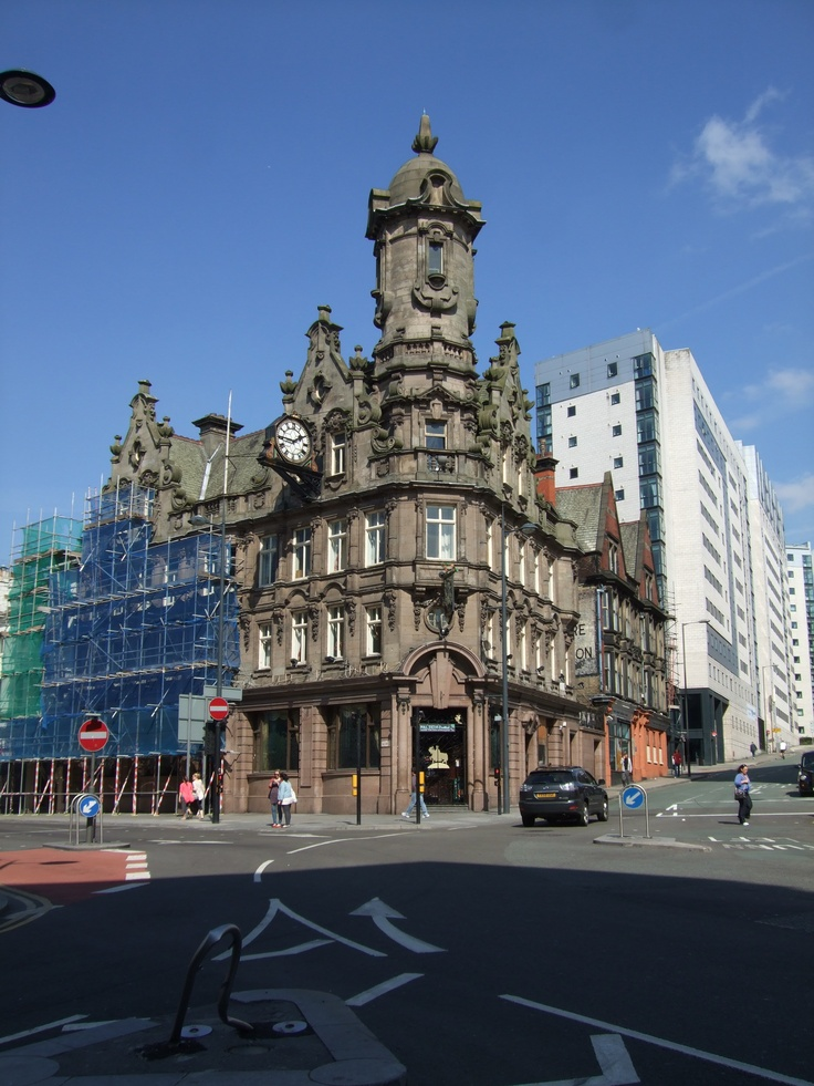 The Vines Pub Liverpool, 3 km from Liverpool, Great Britain. A grade 11 listed building on Lime Street.