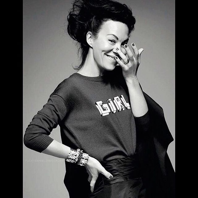Helen McCrory, one of the incredible latest OBE recipients along with other such notables as Jenny Beavan, Mo Farah, Mark Rylance, Naomie Harris, and Jessica Ennis-Hill. If anyone knows who took this fantastic photo, I'd like to credit the photographer appropriately.  #thatsdametoyou #helenmccrory #welldeserved #brilliant #bellafreudjumper #obe