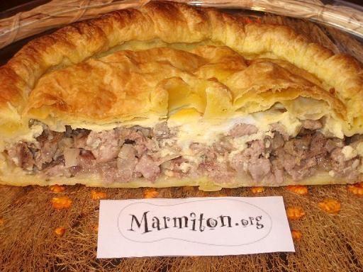 échine de porc, poivre, veau, échalote, oeuf, crême fraîche, pâte, pâte feuilletée, oignon, ail, sel, vin blanc