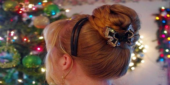 Le acconciature Natale 2016 sono perfette sia per i capelli corti che per i capelli lunghi. Ecco quali sono le tendenze di quest'anno.