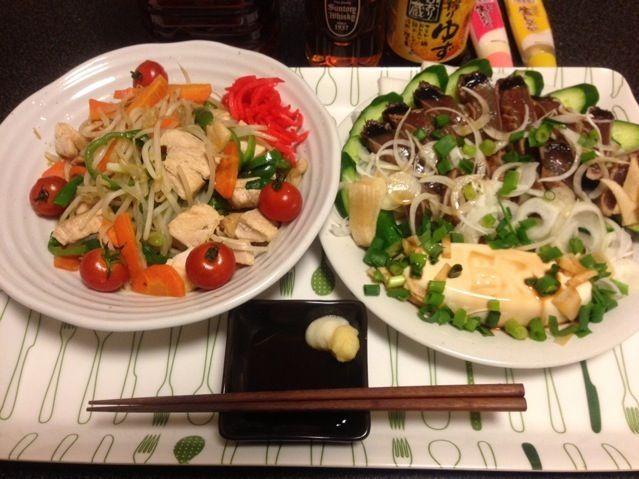 残業で遅めの晩ご飯! - 59件のもぐもぐ - 鶏胸肉のもやし炒め、ミニトマト、鰹のたたき、塩もみキュウリ、男奴!✩⃛꒰⁎⁍̴◡⁍̴⁎ ॢ꒱✨ by scorpion