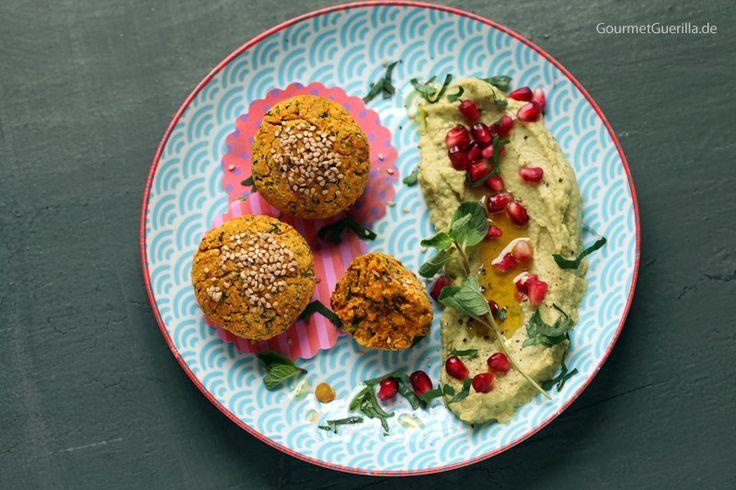{Vegan & fettarm} Süßkartoffel-Falafeln aus dem Ofen mit Avocado-Hummus und Granatapfel - GourmetGuerilla